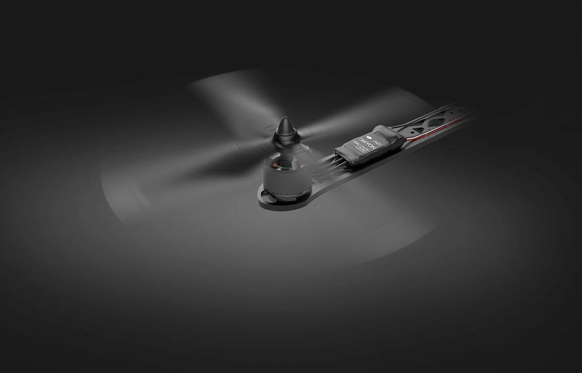 DJI-racer-drone-de-course
